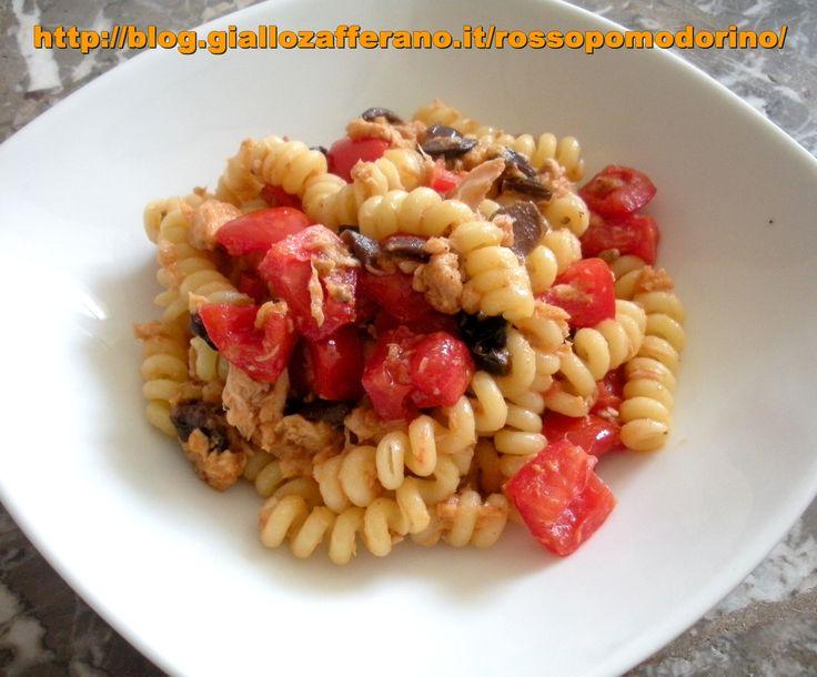 Pasta fredda con tonno, olive e pomodorini