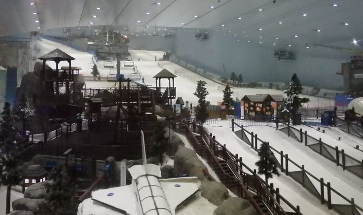 Ski Dubai, as seen through one of the observation windows. They wanted to charge me the non-skiing entrance charge (more than €60) to go inside. The area in the foreground is mostly for variations on sledding.