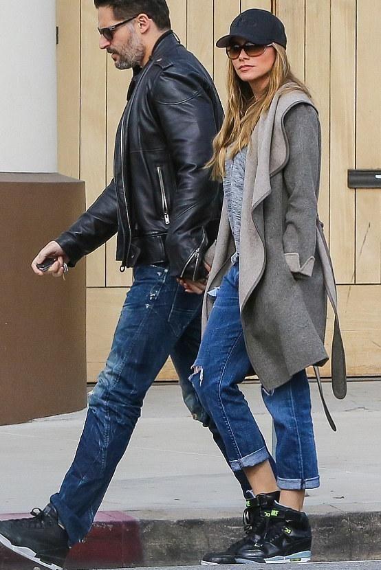 Sofia Vergara wearing sunglasses | Sofia Vergara wearing Tom Ford Jennifer Sunglasses, Current/Elliott ...