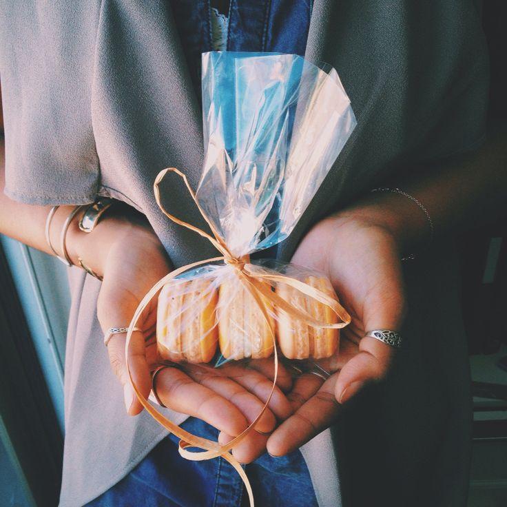 Pumpkin Spice French Macarons ~ www.honeybutterdesserts.com #honeybutter #desserts #toronto #frenchmacarons #pumpkin #pumpkinspice #macarons #autumn #fall