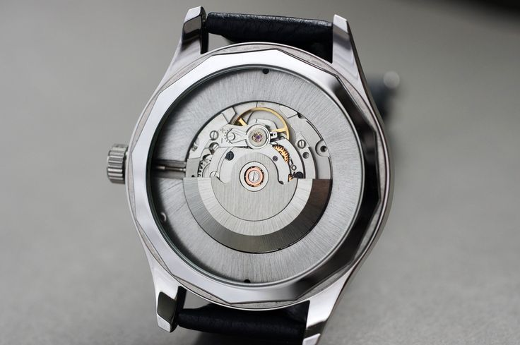The back of 'The Daedalian' automatic. Given my penchant for customization, the movement ring on all my automatics has many different finishes and colours to choose from. In this example the movement ring has been treated with a radial brushed finish and has been palladium plated.