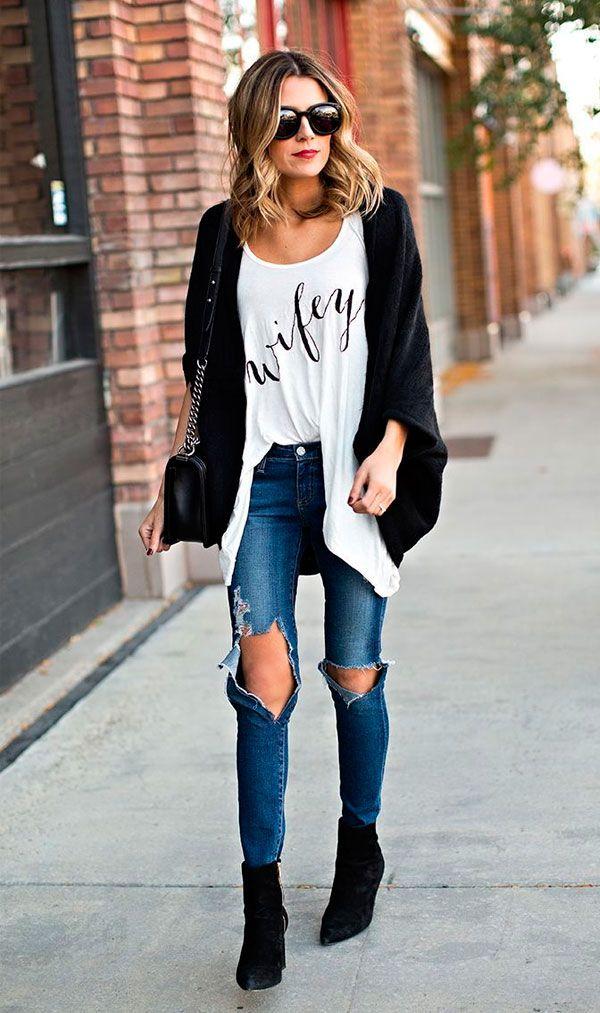 Street style de looks para dias amenos: calça jeans e camiseta.