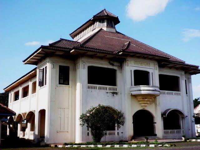 Bangunan bersejarah-Gedong Tinggi, Bekasi. http://desainruangrumahku.blogspot.co.id/2013/08/17-bangunan-bersejarah-di-tanah-air.html