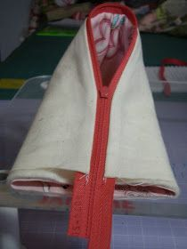 Sew Little Fabric by Paula Storm: Humbug Bag - How to insert a Zipper tutorial