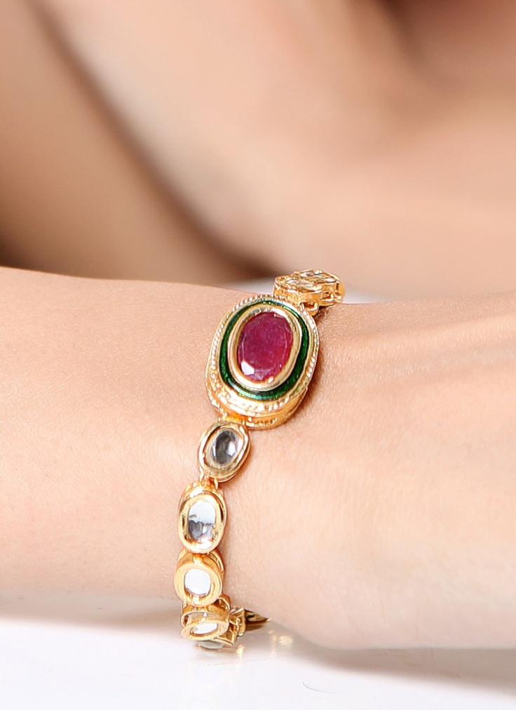 Attractively Designed Kundan Bracelet