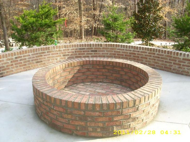 Brick fire pit this would be beautiful to have this in a for Brick fire pit construction
