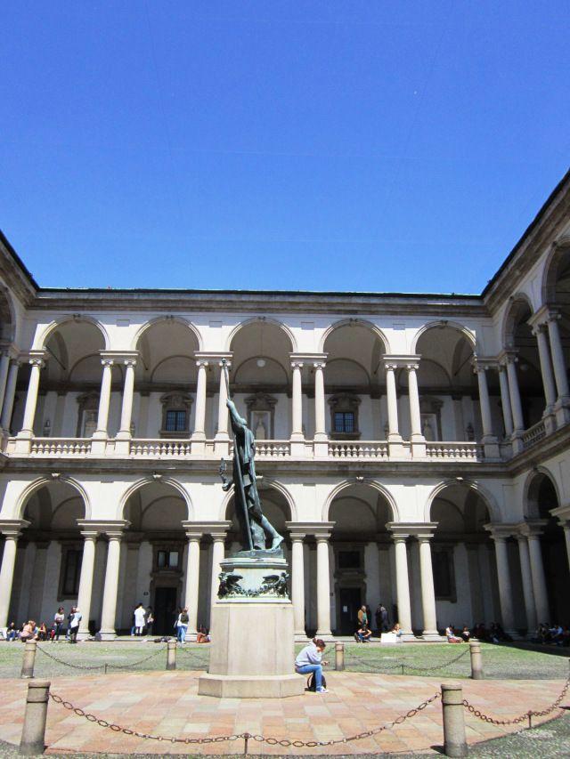 Milano  Cortile del Palazzo (Pinacoteca) di Brera