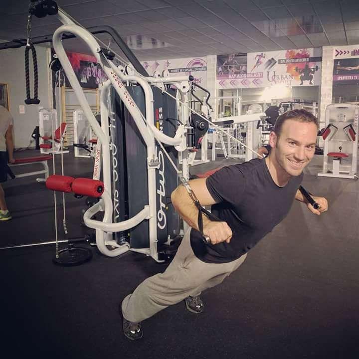 TENDENCIA 2017 FITNESS | Es la tendencia en fitness NÚMERO 1 en 2017. Estos son algunos beneficios del #entrenamiento_con_peso_corporal: 1. Son un buen método para quemar calorías. 2. Mejora tu flexibilidad en todas las articulaciones. 3. Cuentas con una gran variedad de ejercicios, así que no te aburrirás. 4. Previenes lesiones ya que son los ejercicios más seguros seas como seas.