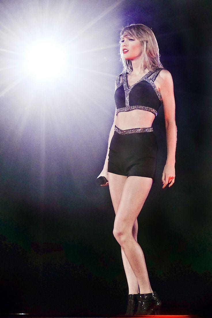 Taylor at 1989 World Tour, Tokyo , Japan {May 5}