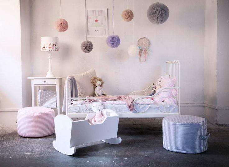 http://www.lampsandco.pl/kategoria/lampy-dla-dziewczynki/lampa-dla-dzieci-dzieci-na-paradzie Foto: Mamabu.pl
