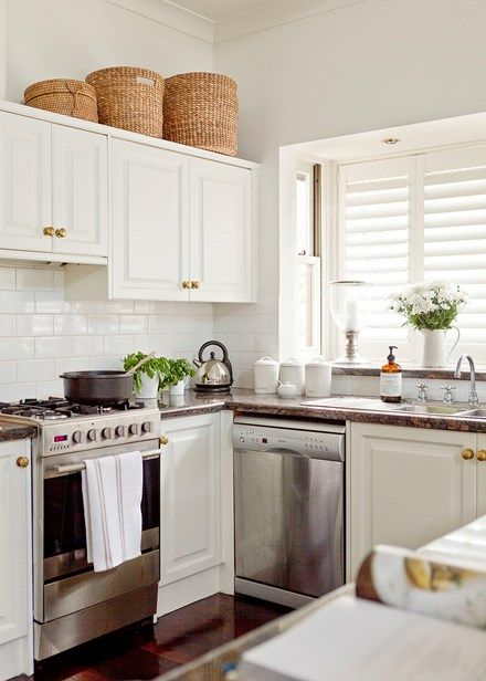 Elegant Hamptons-style kitchen