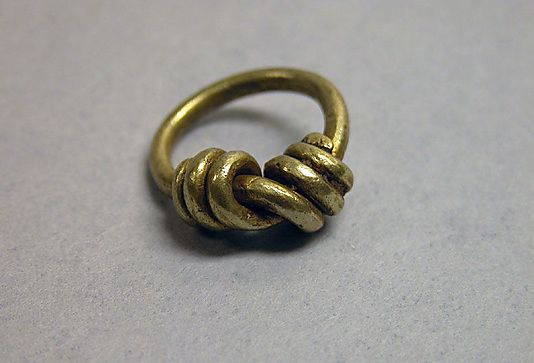 gold ring from 8th-12th century Indonesia - looks very simple to recreate out of silver wire (or copper wire)
