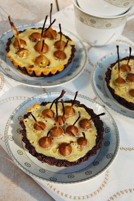 W garze mieszane: Tarta czekoladowa z dzikimi gruszkami nadziewanymi...