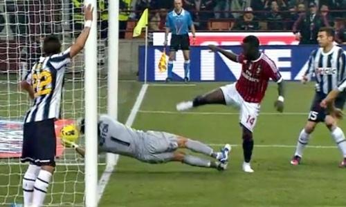 Sulley Muntari - Gianluigi Buffon (Milan vs Juve, 2011-2012) #calcio #sport