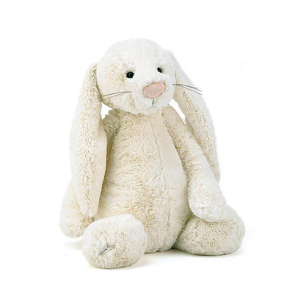 Je baby en zijn eerste knuffeltje zijn onafscheidelijk! #baby #knuffel #uitzetlijst #knuffelen