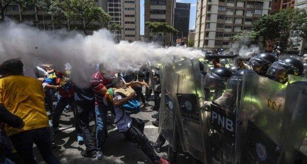 ¡GRUPOS ARMADOS DEL PSUV Y ESBIRROS! Ocho heridos, uno de bala, dejó la represión a la protesta pacífica este #4Abr