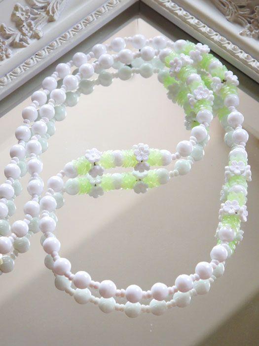 ホワイトガラスのフラワーヴィンテージネックレス MIRIAM HASKELL(ミリアムハスケル)