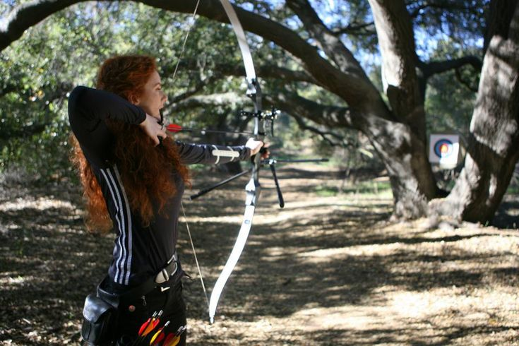 Virginia Hankins, lady archer/knight/stuntwoman, shooting recurve bow
