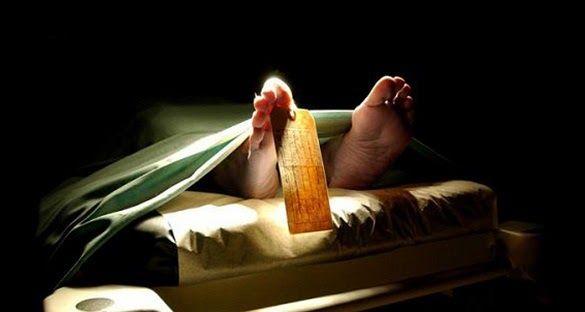Setiap Manusia Merasakan Mati ! Beginilah Dahsyatnya Rasa Sakit Saat Ajal Menjelang Kematian menjadi salah satu rahasia dari Allah SWT. Tidak ada satupun orang yang mengetahui kapan dirinya akan dipanggil menghadap Sang Pencipta. Namun hal yang pasti adalah setiap orang yang bernyawa akan mengalami kejadian ini. Sebelum benar-benar diambil nyawanya manusia akan terlebih dahulu merasakan sakaratul maut. Sakaratul maut digambarkan sebagai prosesi kematian yang sangat menyakitkan bagi mereka…