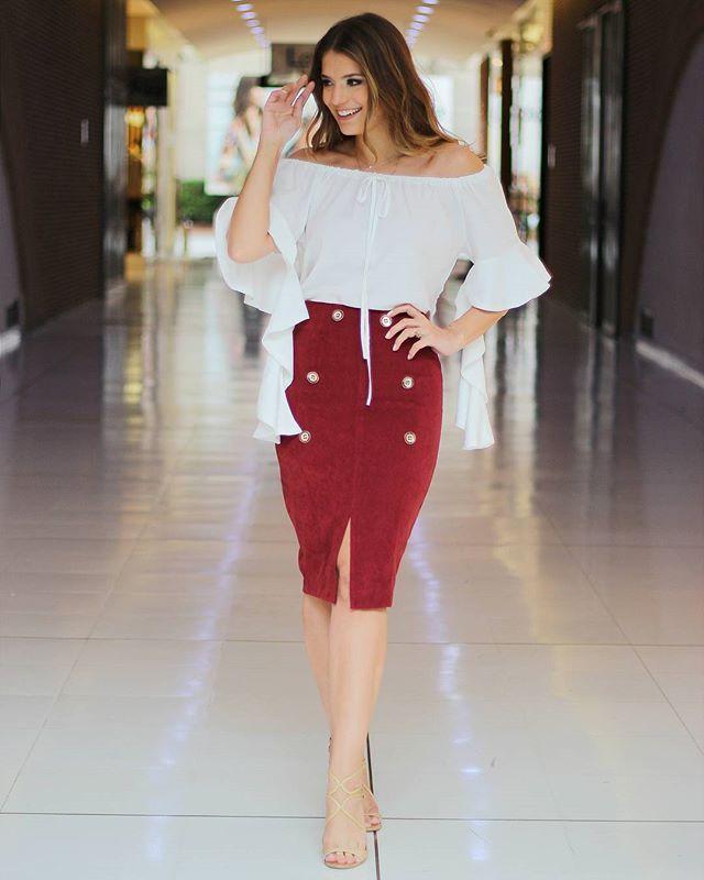 @arianecanovas lindíssima com look Cappuccino! Olhem que maravilhosa essa blusa com babados na manga!