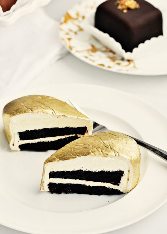Gold Luster Layer Cake. Gorgeous! @Alper Doğanbay bak pastamızı buldum aşkım