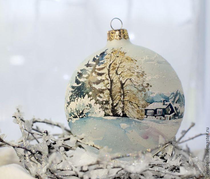 """Купить Ёлочный шар """"Зима в горах"""". Стекло, ручная роспись, акварельный пейзаж - белый"""