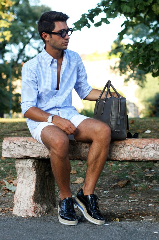excellent clothes and amazing contrast with the black shoes