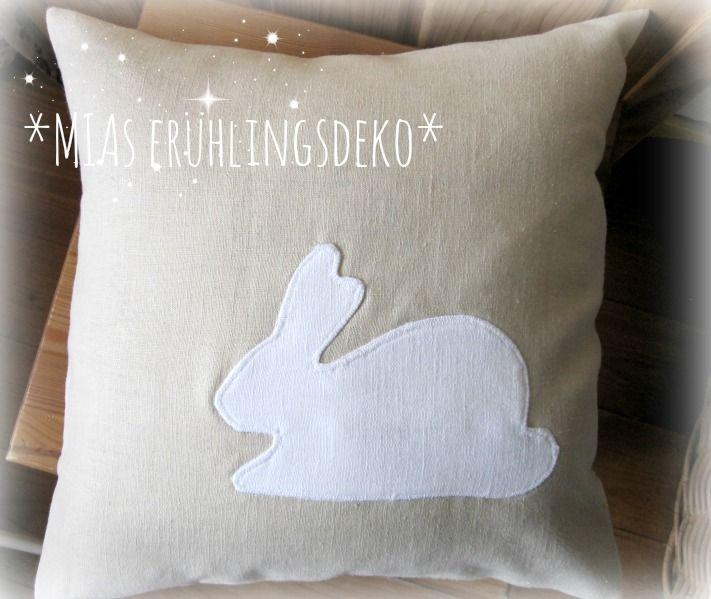 Österliches Vorbereiten. Man liegt weich auf einem Hasenkissen ... kaufBar: www.miasmarkt.de