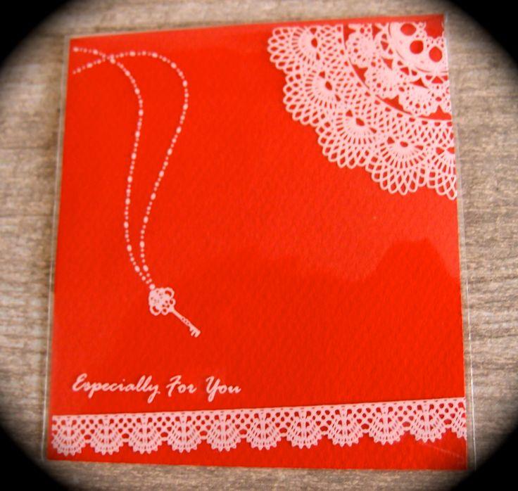 Utilisation des sachets cadeaux en plastiques pour confectionner de jolies cartes en ajoutant simplement un carre de papier canson couleur