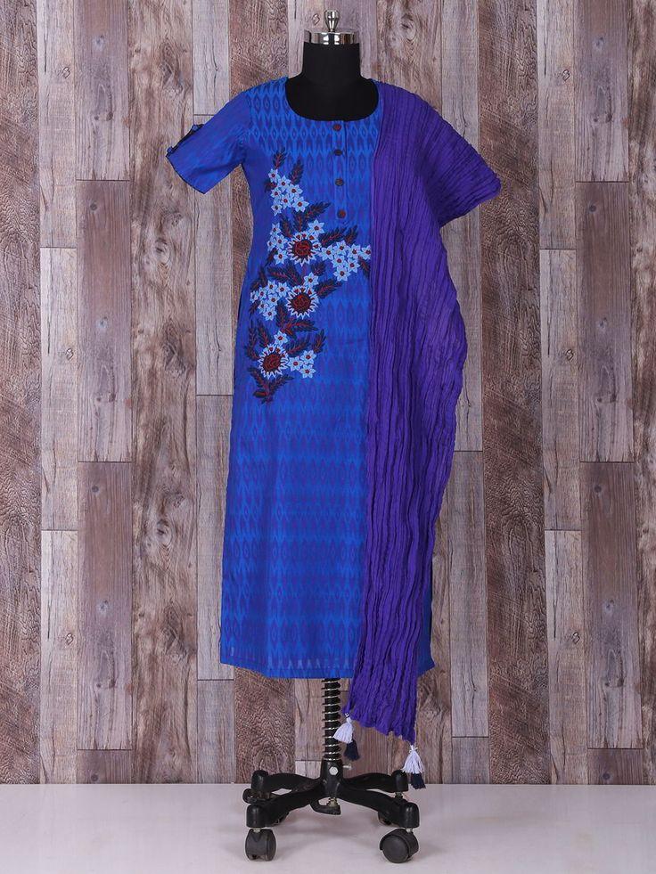 Тёмно-голубое красивое эксклюзивное платье-туника, с короткими рукавами, украшенное вышивкой скрученной шёлковой нитью и бусинками
