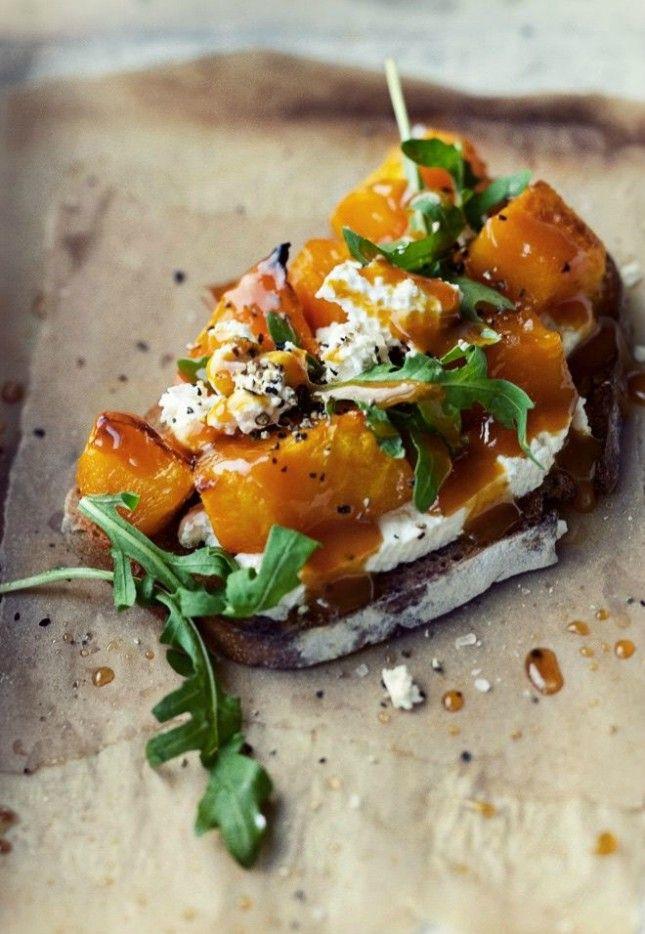 This Roasted Pumpkin, Cheese and Arugula Bruschetta