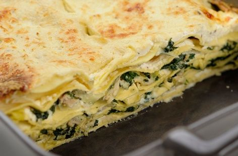A simple Spinach, tuna and ricotta lasagne recipe for you to cook a great meal for family or friends. Buy the ingredients for our Spinach, tuna and ricotta lasagne recipe from Tesco today.