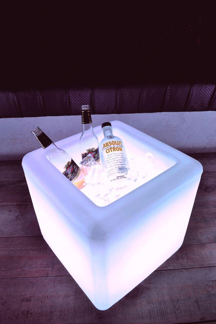 Para mantener tus eventos con estilo, bebidas frías y provocativas necesitas: hielo + qbox Te presentamos la #hieleraqbox! #Cubosled #Decoracíon #hielera #cooler
