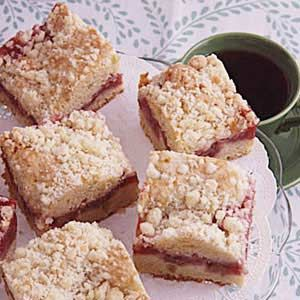 Strawberry Rhubarb Coffee Cake Recipe - I've tried many but this is my fav and one I keep coming back to time and time again! Everyone always asks me to make it for work and friend gatherings.
