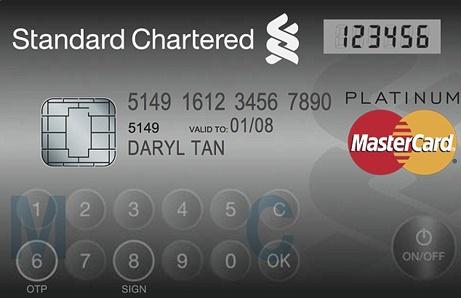 źródło: Standard Chartered Bank Singapore     Na pierwszy rzut oka karty płatnicze wyglądają ciągle tak samo – ot, kawałek plastiku. Ale to tylko pozory.