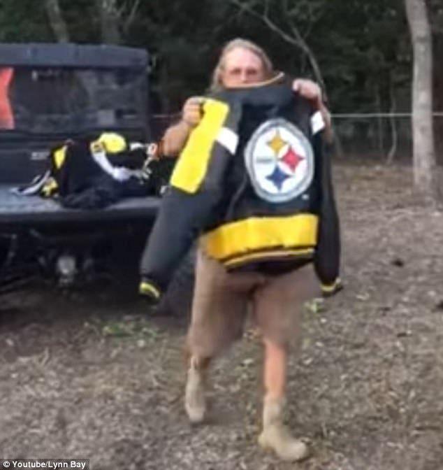 Steelers fan burns $1000 of merchandise over NFL protests - https://buzznews.co.uk/steelers-fan-burns-1000-of-merchandise-over-nfl-protests -