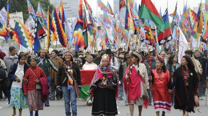 Protesta de los pueblos originarios por la falta de respeto de sus derechos.