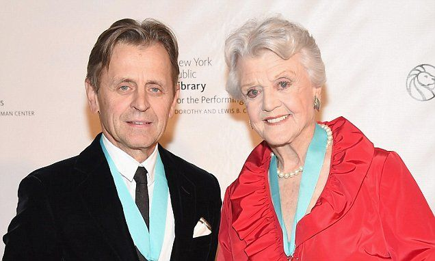 Angela Lansbury, 90, looks the picture of health at NY Library gala