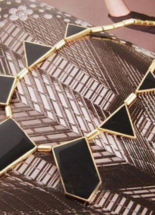 Kupuj mé předměty na #vinted http://www.vinted.cz/doplnky/nahrdelniky-and-privesky/12736505-geometricky-nahrdelnik-zlatocierny-super-stav