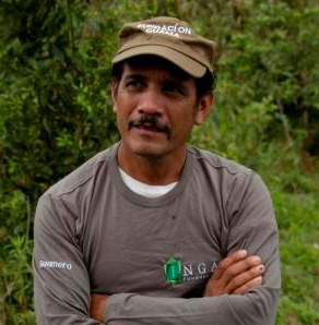 Meet the latest member of the Inga Foundation staff - Pablo Pinto proudly sports his new Guamero outfit on his plot in the Cangrejal river valley. A very calm, determined, impressive addition to what is an exciting period in the Inga Foundation's development