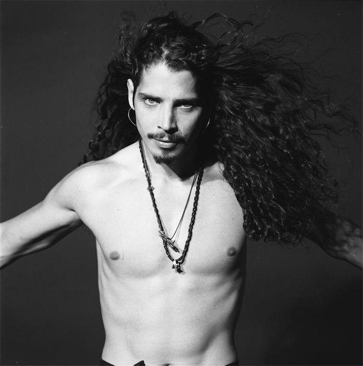 •1992• ©Jesse Frohman Photoshoot of Chris for SPIN Magazine by @jessefrohman. #jessefrohman #chriscornell #chriscornellofficial #soundgarden #1992 #badmotorfinger #templeofthedog #totd #spinmagazine
