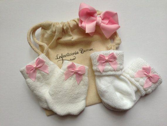 Newborn Girl sock and mitten set baby sock by InfanteenieBeenie