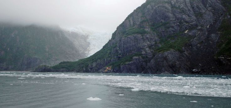 Daqueles imperdíveis para quem visita a Última Fronteira, o maior estado dos Estados Unidos. Trata-se do passeio de barco para ver as geleiras no Alasca.