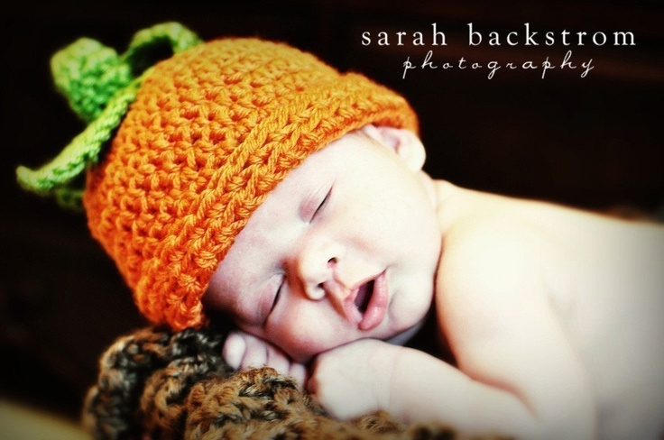 Baby Pumpkin Hat, Crochet Pumpkin Beanie Hat, Newborn (0-3 months)
