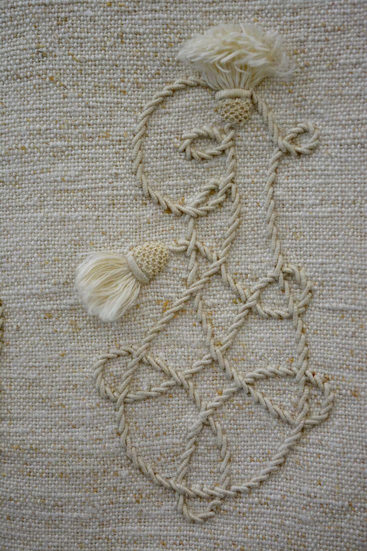 "Embroidered hand towel with ""MI"" monogram. Embroidered details with venice lace. Fringe finish.  #toalhademãos #monogramas #M #I #bordado #canutilho #vassourinhas #pontocheio #rendadeveneza #franjalisa #home #textiles #housing #towel #handtowels #embroidery #embroideries #handembroidery #monograms"