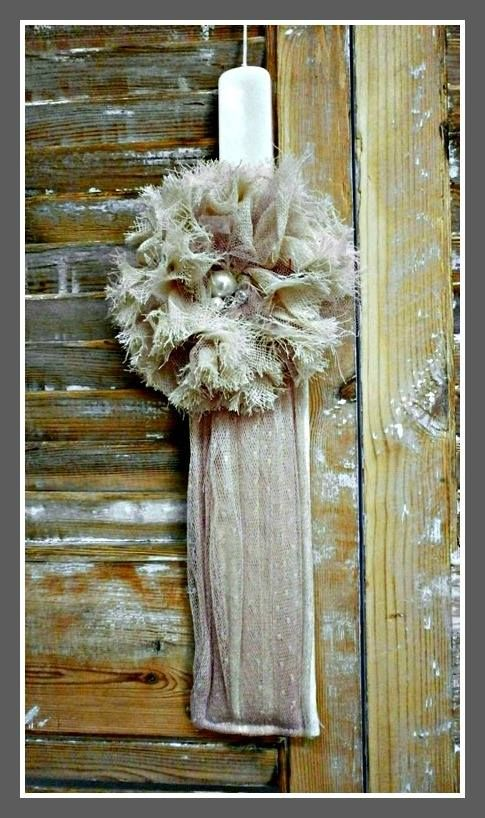 Πασχαλινή λαμπάδα με υφασμάτινο λουλούδι 14€
