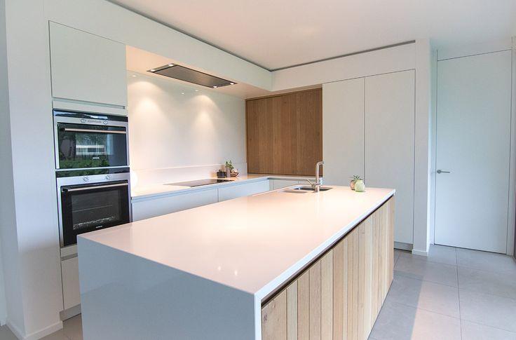 Moderne keuken silestone composiet fineer witte lak deckenhaube pinterest witte lak - Keuken witte lak ...