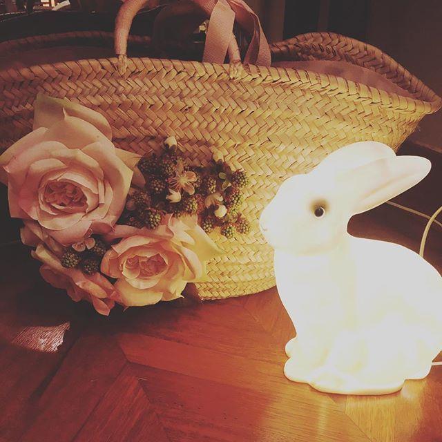 Straw bag with flowers #coniglietto #veilleuse #artigianalitaitaliana #paniers #cameretta #luce #bambini #dettagli cameretta #milano#