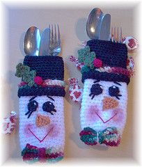 crochet christmas adorable: Christmas Make, Buffet Tables, Crochet Ideas, Christmas Places Sets, Crochet Christmas, Cute Ideas, Crochet Snowman, Christmas Snowman, Silverware Holder