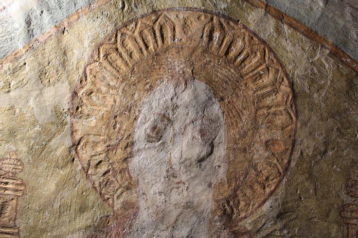 Balve, kath. Kirche St. Blasius, Chorapsis, Wandmalerei, Kopf des thronenden Christus im Streiflicht, Ausschnitt. Foto: LWL/Heiling.